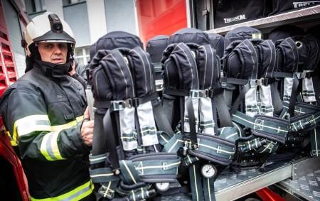"""RYCHNOVSKO –Profesionální hasiči si před Vánoci slavnostně převzali nová zásahová vozidla a další zásahové prostředky. Náklady na pořízení nové techniky jsou v celkové výši 66,5 milionu korun včetně DPH. Většinu<a class=""""moretag"""" href=""""http://www.orlickytydenik.cz/vanocni-nadilka-hasicum-sla-i-do-rychnova/"""">...celý článek</a>"""