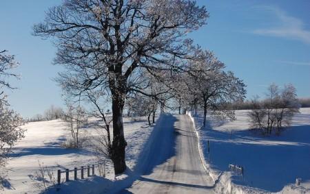 """KRAJ – Končící zimní sezona vyšla Královéhradecký kraj o téměř 17 milionů korun dráž než ta předchozí. Zajištění sjízdnosti krajských komunikací stálo potom více než 173 milionů korun. Na silnicích<a class=""""moretag"""" href=""""http://www.orlickytydenik.cz/zima-na-krajskych-silnicich-stala-173-milionu/"""">...celý článek</a>"""
