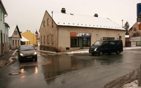 """TÝNIŠTĚ N. O. –V Týništi nad Orlicí byla největší loňskou investiční akcí rekonstrukce středu náměstí, která byla slavnostně zakončena a předána při odhalení sochy TGM 28. října. Letošní návrh rozpočtu<a class=""""moretag"""" href=""""http://www.orlickytydenik.cz/tyniste-chysta-rekonstrukci-krizovatky-ulic-turkova-a-mostecka/"""">...celý článek</a>"""
