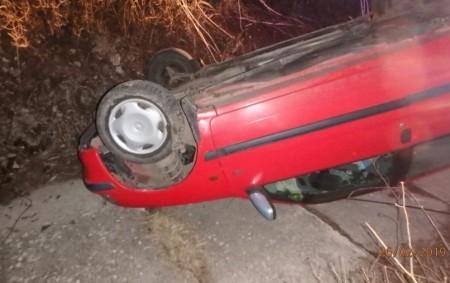 """RYCHNOV N. K. – Vulici Průhon zasahovali poslední únorové úterý profesionální hasiči ze stanice Rychnov nad Kněžnou u dopravní nehody osobního vozidla. Vůz skončil po nehodě převrácený na střechu. Po<a class=""""moretag"""" href=""""http://www.orlickytydenik.cz/auto-skoncilo-prevracene-na-strese-2/"""">...celý článek</a>"""