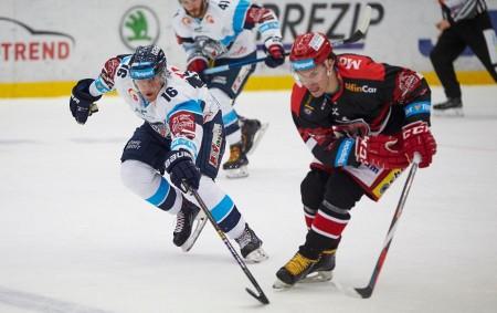 """HRADEC KRÁLOVÉ – Další dvě výhry přidali hradečtí hokejisté vminulém týdnu, když dokázali vyhrát na ledě mistrovské Komety a poté doma přejeli Litvínov, který nemohl do zápasu nasadit obránce Sébastiena<a class=""""moretag"""" href=""""http://www.orlickytydenik.cz/mountfield-zastavil-az-liberec/"""">...celý článek</a>"""