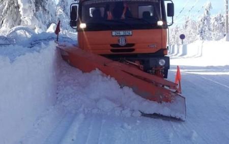 """REGION – K 5. únoru bylo na zimní údržbu krajských silnic spotřebováno 19 500 tun soli a 7 500 tun inertních materiálů. Zimní údržba tak zatím stála o 17 milionů<a class=""""moretag"""" href=""""http://www.orlickytydenik.cz/letosni-zima-je-v-soucasne-dobe-o-17-milionu-drazsi-nez-ta-lonska/"""">...celý článek</a>"""