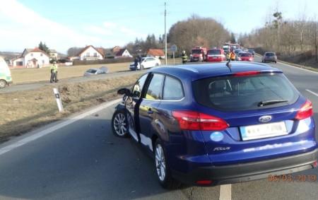 """RYCHNOV N. K. – Poplach byl vyhlášen ve středu 7. března profesionálním rychnovským hasičům kvůli dopravní nehodě dvou osobních vozidel ve Štemberkově ulici. Jeden zhavarovaných vozů skončil po nehodě vpříkopu,<a class=""""moretag"""" href=""""http://www.orlickytydenik.cz/pri-dopravni-nehode-se-zranili-dva-lide/"""">...celý článek</a>"""