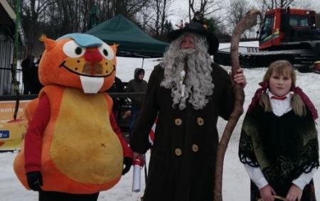 """SEDLOŇOV – V Sedloňově se konal minulou sobotu karneval na lyžích. Ukončení úspěšné sezony bylo za deštivého počasí doprovázeno příjezdem vládce hor Rampušáka. Akce se zúčastnilo 40 masek, které si<a class=""""moretag"""" href=""""http://www.orlickytydenik.cz/karneval-v-sedlonove-navstivil-i-vladce-hor-rampusak/"""">...celý článek</a>"""
