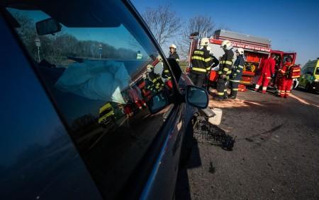"""NOVOMĚSTSKO – Nehoda dvou vozidel se stala 4. dubna v8.13 hodin na silnici č. 285 u obce Nahořany. Knahlášené dopravní nehodě dvou osobních vozidel vyjížděli profesionální hasiči zJaroměře a dobrovolní<a class=""""moretag"""" href=""""http://www.orlickytydenik.cz/pri-nehode-u-nahoran-se-zranili-ctyri-lide/"""">...celý článek</a>"""