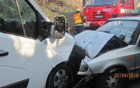 """OPOČNO – Profesionální jednotce zDobrušky a opočenským dobrovolným hasičům byl vyhlášen první dubnové úterý poplach kvůli dopravní nehodě osobního automobilu a dodávky. Při nehodě byly zraněny dvě osoby, ztoho jedna<a class=""""moretag"""" href=""""http://www.orlickytydenik.cz/v-opocne-zasahoval-pri-nehode-vrtulnik/"""">...celý článek</a>"""