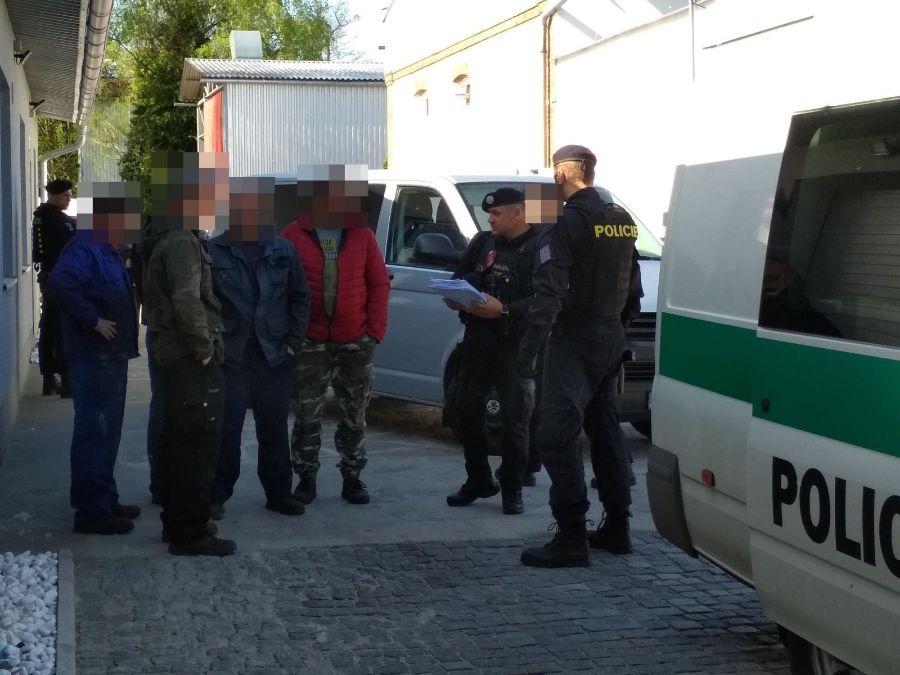 Devět zajištěných cizinců na TýnišťstkuViewImage