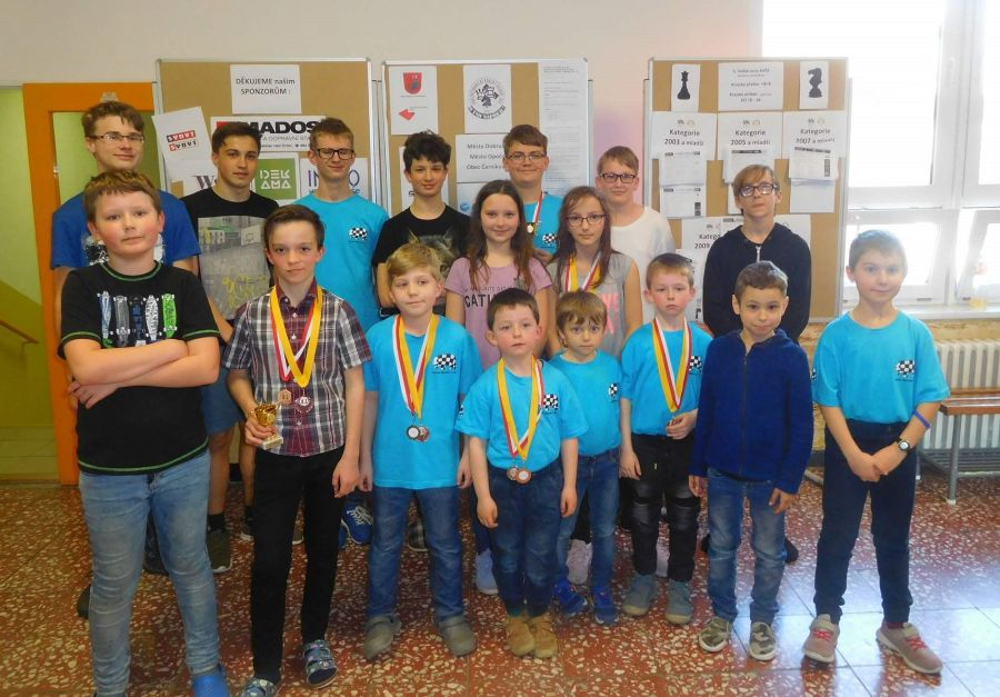 Medailisté z Pandy zleva - P.Kumpošt, M.Dušánek, bratři Kroulíkové, P.Kačírek a E.Hetfleischová