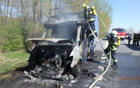 """ČESTICE – Čtyřem jednotkám hasičů byl 16. dubna vyhlášen poplach kvůli nahlášenému požáru dodávky na silnici č. I/11. Jednotky hořící automobil uhasily, a to pomocí několika vodních proudů. Komunikace byla<a class=""""moretag"""" href=""""http://www.orlickytydenik.cz/na-silnici-horela-dodavka/"""">...celý článek</a>"""