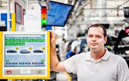 """KVASINY – Výrobní závod společnosti Škoda Auto v Kvasinách je prvním provozem, kde se v rámci digitalizace montáže zavádí moderní projekt dProdukce. Jeho základním prvkem jsou interaktivní a vizualizační panely.<a class=""""moretag"""" href=""""http://www.orlickytydenik.cz/vyrobni-zavod-spolecnosti-skoda-auto-v-kvasinach-zavadi-inovativni-projekt-dprodukce/"""">...celý článek</a>"""