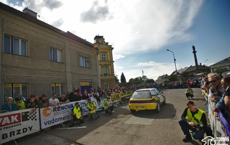 """RYCHNOVSKO - Slavnostní start 1. Podorlické rally se konal v pátek 17. května v Opočně, na okraji jeho historické části. O úvodní slova startovního ceremoniálu se postarala starostka města Šárka<a class=""""moretag"""" href=""""http://www.orlickytydenik.cz/1-podorlicka-rally-startovala-v-opocne/"""">...celý článek</a>"""