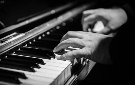 """Když pan Andrew Carnegie postavil roku 1891 na newyorské Sedmé avenue koncertní budovu, asi netušil, že se jednou stane Mekkou všech hudebníků všech hudebních žánrů. Koncertovat v ní je jejich<a class=""""moretag"""" href=""""http://www.orlickytydenik.cz/zazitek-jako-v-carnegie-hall/"""">...celý článek</a>"""