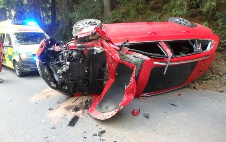 """BARTOŠOVICE VO. H. -Vúterý 25. června před polednem došlo kna komunikaci mezi Neratovem a Orlickým Záhořím kdopravní nehodě osobního automobilu a nákladního vozidla. Osobní vůz skončil po nehodě převrácený na<a class=""""moretag"""" href=""""http://www.orlickytydenik.cz/dopravni-nehoda-skoncila-prevracenym-autem/"""">...celý článek</a>"""