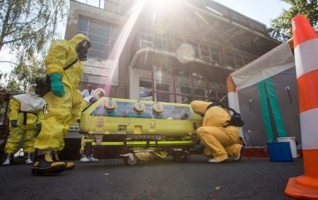 """HRADEC KRÁLOVÉ – Na Kliniku infekčních onemocnění Fakultní nemocnice Hradec Králové přichází pacient, který vykazuje příznaky vysoce nakažlivé nemoci. Zdravotnický personál nemocnice na vzniklou situaci ihned reaguje a vyrozumí Krajskou<a class=""""moretag"""" href=""""http://www.orlickytydenik.cz/transport-pacienta-s-podezrenim-na-vysoce-nakazlivou-nemoc/"""">...celý článek</a>"""