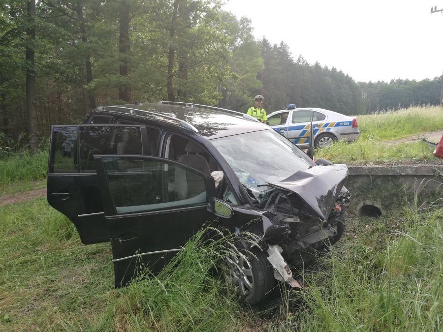 Tragická havárie - na místě vyhasly dva životy ViewImageF3IZ4UPK