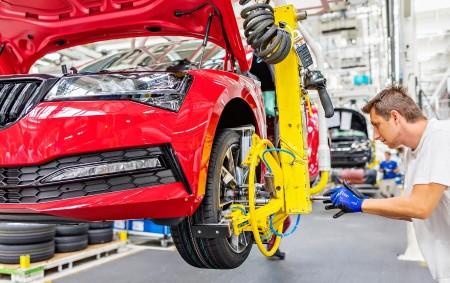 """KVASINY – V závodě společnosti Škoda Auto v Kvasinách sjel v pátek 19. července z linky vůbec první modernizovaný model Škoda Superb. Tři a půl roku po uvedení třetí generace<a class=""""moretag"""" href=""""http://www.orlickytydenik.cz/v-kvasinach-zacali-vyrabet-noveho-superba/"""">...celý článek</a>"""