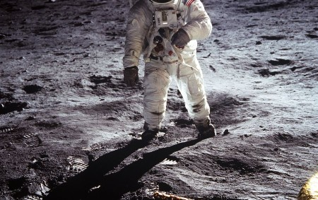 """HRADEC KRÁLOVÉ – Výstavou k padesátému výročí přistání prvních lidí na Měsíci se připojila také královéhradecká hvězdárna a planetárium. Lunární modul Apolla 11 Eagle dosedl na povrch zemského satelitu 20.<a class=""""moretag"""" href=""""http://www.orlickytydenik.cz/ke-kulatemu-vyroci-pristani-cloveka-na-mesici-se-pripojila-nevsedni-vystavou-hradecka-hvezdarna/"""">...celý článek</a>"""