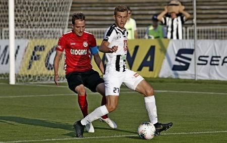 """HRADEC KRÁLOVÉ – Votroci zvládli derby s Chrudimí, výhru jim dvěma góly po rohových kopech zařídili už v první půli Erik Prekop a Jakub Martinec. Ve druhém poločase plném soubojů<a class=""""moretag"""" href=""""http://www.orlickytydenik.cz/97542/"""">...celý článek</a>"""