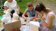 RYCHNOV N. K. – Dílna panenek v rámci projektu Českého výboru pro UNICEF Adoptuj panenku a zachráníš dítě se konala v sobotu 17. srpna v Muzeu krajky ve Vamberku. Projekt