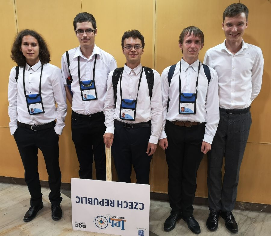 Pětičlenný český tým získal čtyři medaile a jedno čestné uznání