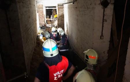 """TŘEBECHOVICE P. O. – Tři jednotky hasičů byly povolány vúterý 6. srpna knahlášené události do Hradecké ulice vTřebechovicích pod Orebem, kde mělo dojít ve sklepních prostorech bytového domu kzávalu osoby.<a class=""""moretag"""" href=""""http://www.orlickytydenik.cz/hasici-z-tyniste-zasahovali-u-zavalu-osoby-ve-sklepe/"""">...celý článek</a>"""