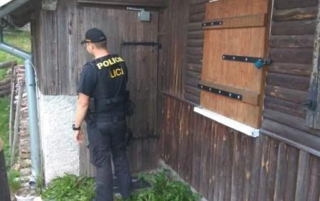 """ORLICKÉ HORY – Policisté obvodního oddělení v Rychnově nad Kněžnou vyrazili v uplynulém týdnu ve svém teritoriu opakovaně na kontroly chat a chalup. Část území, pod které spadá jejich obvod,<a class=""""moretag"""" href=""""http://www.orlickytydenik.cz/v-hledacku-byly-chaty-a-chalupy-kontroly-v-orlickych-horach/"""">...celý článek</a>"""