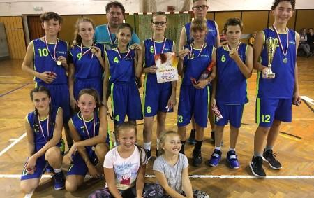 """TÝNIŠTĚ N. O. - Stalo se již tradicí, že první zářijový víkend patří basketbalovému turnaji smíšených družstev. Ne jinak tomu bylo i v letošním roce. Do sportovní haly U Dubu<a class=""""moretag"""" href=""""http://www.orlickytydenik.cz/mladi-basketbaliste-obhajili-vitezstvi/"""">...celý článek</a>"""
