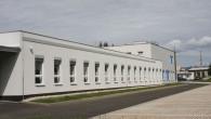 RYCHNOV N. K. –Rychnovská průmyslovka otevírá další zrekonstruované prostory pro učně. Ruce od oleje a špinavé montérky? Takto již dávno většina továrních provozů nevypadá. Aby budoucí pracovníci věděli, co je