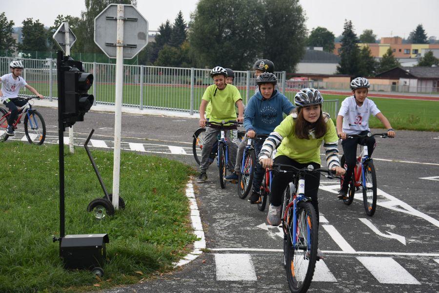 Nová kola pomáhají s dopravní výchovou školákůDSC_1511