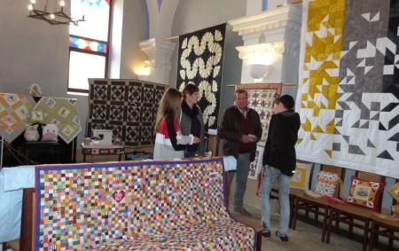 """DOBRUŠKA – Výstava patchworku Hrátky z látky vdobrušské synagoze, kterou pořádá Vlastivědné muzeum Dobruška a Dobrušský patchwork potrváod 28. září do 6. října, otevřeno bude denně, mimo pondělí od 9<a class=""""moretag"""" href=""""http://www.orlickytydenik.cz/hratky-z-latky-vystava-dobrusskych-patchvorkarek/"""">...celý článek</a>"""