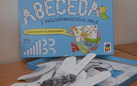 """KRAJ – Na více než 5,6 tisíc prvňáků regionu čekalo v den zahájení jejich povinné školní docházky překvapení, a to stavebnice ROTO Abeceda. Jedná se o kreativní sadu plochých dílků<a class=""""moretag"""" href=""""http://www.orlickytydenik.cz/kralovehradecky-kraj-pripravil-darek-pro-vsechny-prvnaky/"""">...celý článek</a>"""