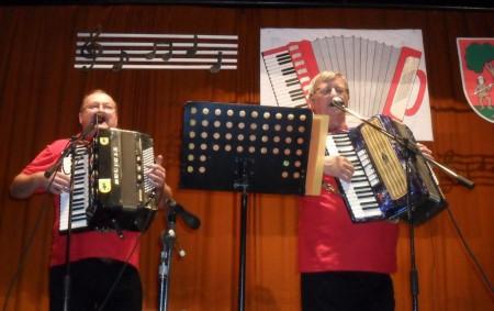 """ROKYTNICE V O. H. – Tradiční Setkání s lidovkou se konalo v sobotu 21. září v kulturním domě Klub v Rokytnici v Orlických horách. Prožít odpoledne plné hudby v podání<a class=""""moretag"""" href=""""http://www.orlickytydenik.cz/harmonikari-a-heligonkari-se-setkali-v-rokytnici/"""">...celý článek</a>"""