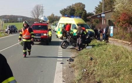 """PODBŘEZÍ - Na silnici č. 14 vkřižovatce sodbočkou na Podbřezí došlo 13. října kdopravní nehodě dvou osobních vozidel a motocyklu. Dvě osoby byly při nehodě zraněny, do péče si<a class=""""moretag"""" href=""""http://www.orlickytydenik.cz/dopravni-nehoda-dvou-aut-a-motocyklu/"""">...celý článek</a>"""