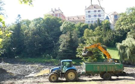 """OPOČNO – Zámek Opočno dokončuje největší letošní investiční akci – revitalizaci rybníků v parku. """"Horní rybník je z větší části hotov. Teď se technicky napouštěl, aby si voda sama upravila<a class=""""moretag"""" href=""""http://www.orlickytydenik.cz/rybniky-v-zameckem-parku-prokouknou/"""">...celý článek</a>"""