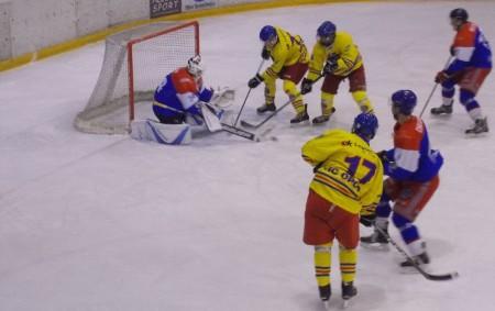 """RYCHNOVSKO – Další dvě kola odehráli vminulém týdnu hokejisté Opočna a Semechnic. Ani jeden tým si však do tabulky žádné body nepřipsal. Baroni ve středu prohráli vTrutnově a vneděli nestačili<a class=""""moretag"""" href=""""http://www.orlickytydenik.cz/klm-dalsi-body-neprisly/"""">...celý článek</a>"""