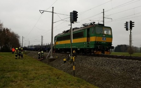 """ORLICKOÚSTECKO - Do Žichlínku směřovalo vpátek 22. listopadu v9.12 hodin pět jednotek hasičů. Jednalo se o požár lokomotivy. Provoz na trati mezi stanicemi Krasíkov a Rudoltice vČechách byl na přejezdu<a class=""""moretag"""" href=""""http://www.orlickytydenik.cz/pozar-lokomotivy-zastavil-provoz-na-trati/"""">...celý článek</a>"""