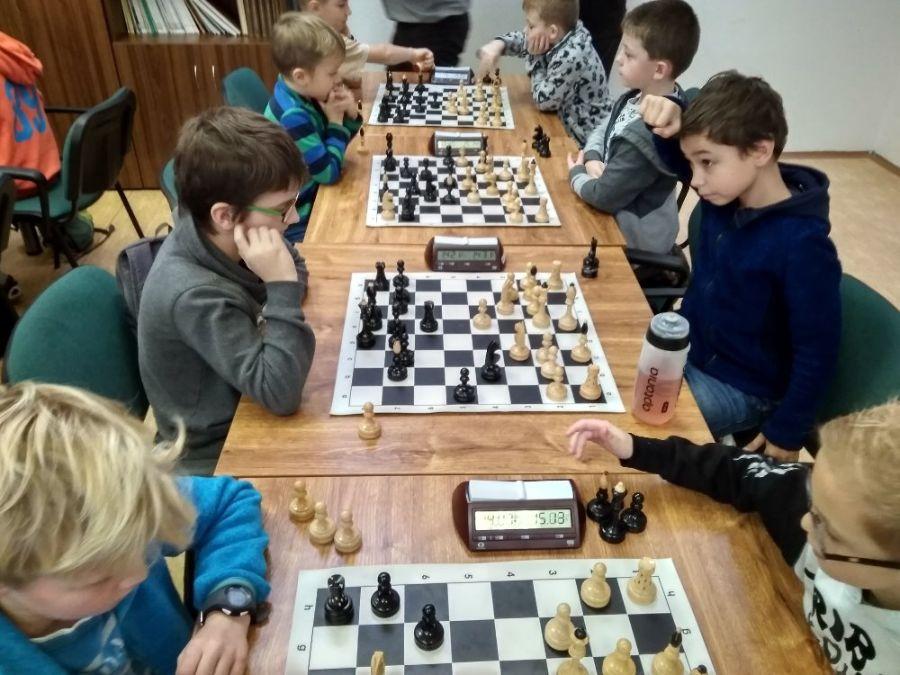 Zápas nejmladší kategorie Podbřezí – Opočno (vítěz turnaje) 2:2. Foto: Adam Ježek.