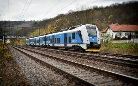 """KRAJ –Královéhradecký kraj osloví železniční dopravce v souvislosti s uzavřením nových smluv na zajištění osobní vlakové dopravy v regionu na dalších deset let. Kraj hodlá nové smlouvy na vlakovou dopravu<a class=""""moretag"""" href=""""http://www.orlickytydenik.cz/kraj-zacne-poptavat-dopravce-pro-vlakovou-dopravu/"""">...celý článek</a>"""