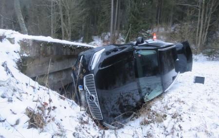 """RYCHNOVSKO – Dopravní policisté spolu se svými kolegy z obvodních oddělení vyjížděli během vánočního víkendu k několika událostem, které se naštěstí obešly bez zranění. Havárie osobního auta, kterou způsobil cizinec,<a class=""""moretag"""" href=""""http://www.orlickytydenik.cz/opili-cizinci-za-volantem-dostali-se-i-pres-3-promile/"""">...celý článek</a>"""