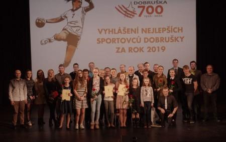 """DOBRUŠKA – Stejně jako každý rok, tak i letos město Dobruška ocenilo nejúspěšnější sportovce uplynulé sezony. Ceny obdrželi mladí talenti i zkušení funkcionáři, a to napříč sportovními oddíly. Mezi nejmladší<a class=""""moretag"""" href=""""http://www.orlickytydenik.cz/dobruska-ocenila-uspesne-sportovce/"""">...celý článek</a>"""