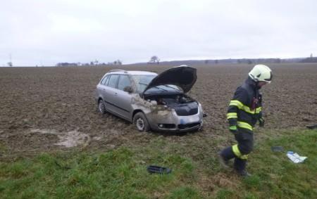 """BÍLÝ ÚJEZD – Dokatastru části Hroška vyjeli 11. března profesionální hasiči zDobrušky a Rychnova nad Kněžnou, aby odstranili následky dopravní nehody osobního vozidla, které zůstalo mimo komunikaci vpoli. Jeden člověk<a class=""""moretag"""" href=""""http://www.orlickytydenik.cz/automobil-skoncil-po-nehode-v-poli/"""">...celý článek</a>"""