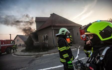"""BOHUSLAVICE – Tři jednotky hasičů byly zalarmovány kvůli ohlášenému požáru rodinného domu vBohuslavicích. Na místě zasahovali profesionální hasiči zDobrušky a JSDH Nové Město nad Metují a Bohuslavice. Prostory domu byly<a class=""""moretag"""" href=""""http://www.orlickytydenik.cz/dobrusti-hasici-zasahovali-u-pozaru-v-bohuslavicich/"""">...celý článek</a>"""