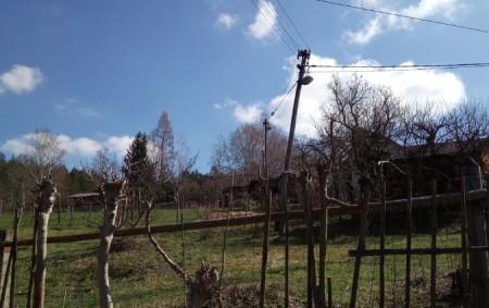 VAMBERK – Profesionální jednotka zRychnova nad Kněžnou zajistila 23. března vyvrácený dřevěný sloup sdráty elektrického vedení. Jednotka zabezpečila místo události a vyčkala do příjezdu energetiků.