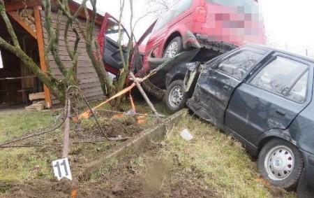 """RYCHNOVSKO – Ve středu 11. března došlo zatím z dosud nezjištěných příčin v obci Val k dopravní nehodě. """"Třiatřicetiletá řidička vozidla Škoda Felicia se při odbočování vlevo střetla s vozidlem<a class=""""moretag"""" href=""""http://www.orlickytydenik.cz/jedno-auto-zustalo-po-nehode-na-druhem-skoda-ctvrt-milionu/"""">...celý článek</a>"""