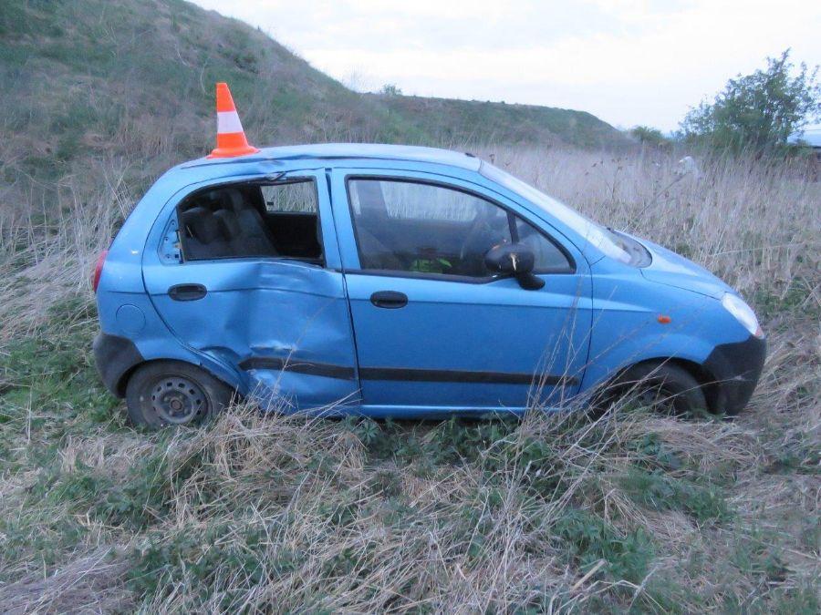 Řidič prorazil plot a pak odjel autobusemViewImage