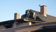POHOŘÍ – Čtyři jednotky hasičů byly zalarmovány 5. dubna kvůli požáru střechy přístavku u rodinného domu. Na likvidaci požáru byl nasazen jeden C proud, jednotky následně rozebíraly část střešní krytiny,