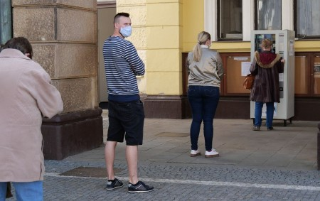 """NÁCHOD – Rouškomat před budovou náchodské radnice se vminulém týdnu převlékl do barev společnosti Batist Medical, a.s., Červený Kostelec. Důvod je prostý, díky vzájemné dohodě vedení společnosti BATIST směstem Náchod<a class=""""moretag"""" href=""""http://www.orlickytydenik.cz/nachodsky-rouskomat-konci-provoz-k-22-kvetnu/"""">...celý článek</a>"""