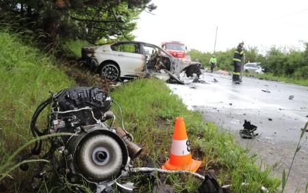 """HRADECKO -K dopravní nehodě s fatálními následky vyjížděly poslední květnovou neděli krátce po desátéhodině dopolednevšechny složky integrovaného záchranného systému. """"Řidič osobního auta značky BMW, jedoucí po silnici č. I/33 v<a class=""""moretag"""" href=""""http://www.orlickytydenik.cz/tragicka-dopravni-nehoda-vyhasly-tri-zivoty/"""">...celý článek</a>"""
