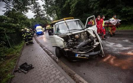 """NÁCHOD – Tři jednotky hasičů vyjely vsobotu 20. června k dopravní nehodě linkového autobusu a dodávky. V autobuse cestovalo v tu dobu 14 cestujících s řidičem, nikdo z nich zranění<a class=""""moretag"""" href=""""http://www.orlickytydenik.cz/dopravni-nehoda-autobusu-a-dodavky-si-vyzadala-zraneni/"""">...celý článek</a>"""