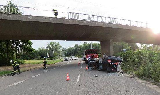 Automobil spadl z mostu 1 ViewImage